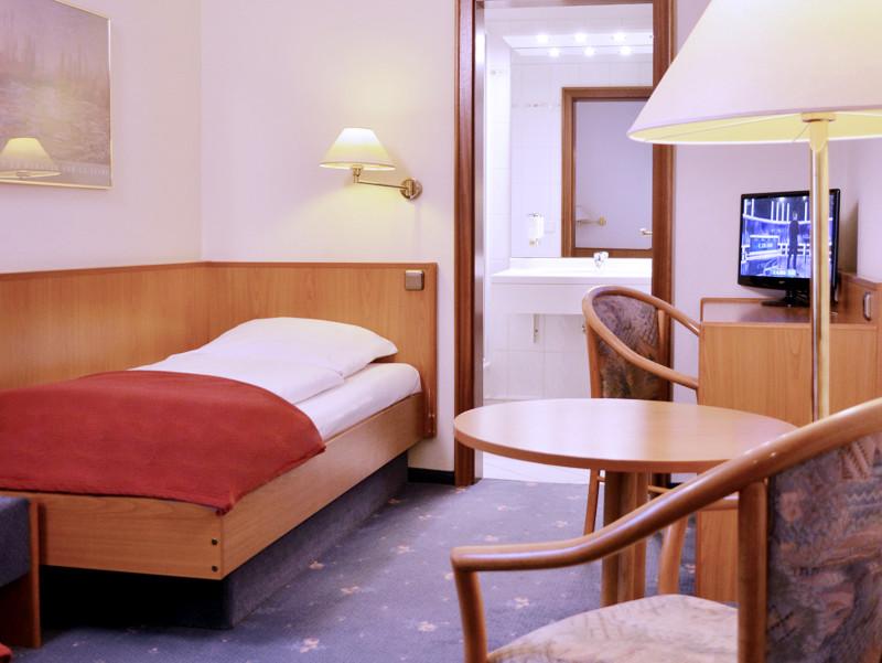 zimmer waldhusen hotel und apartments in l beck. Black Bedroom Furniture Sets. Home Design Ideas